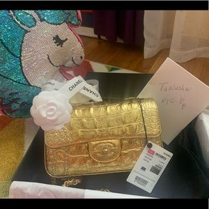 ⭐️Unicorn Alert⭐️ Chanel gold croc embossed mini